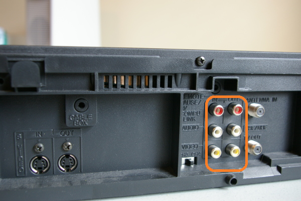 VHS player cable connection